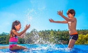 6 cuidados indispensáveis com crianças na piscina do condomínio