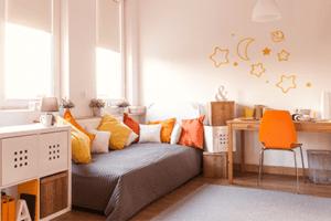 Decoração de quarto dividido para um menino e uma menina